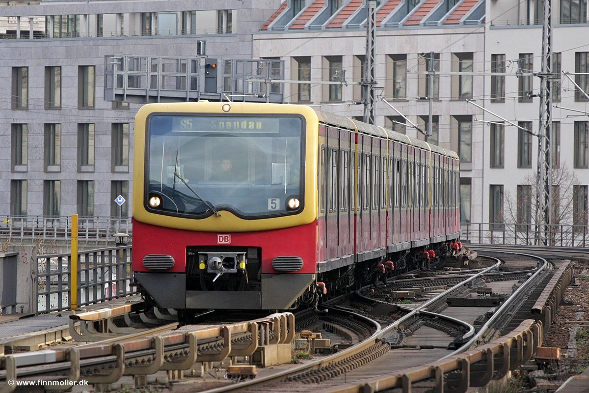 Finn's train and travel page : Trains : Germany : Berlin S-Bahn DB 481 ...