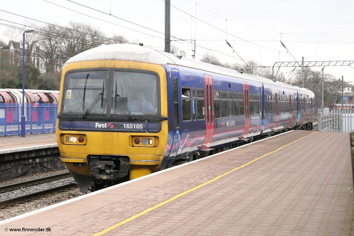 First Great Western 165 105 arrives at Ealing Broadway on March 23 ...
